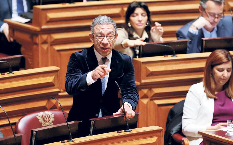 PSD quer prolongar 'lay-off' pelo menos até 30 de setembro