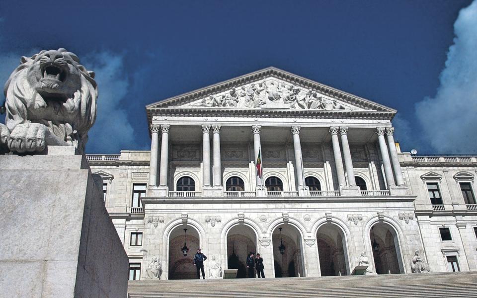 Reforma da Administração Pública está por fazer, criticam especialistas