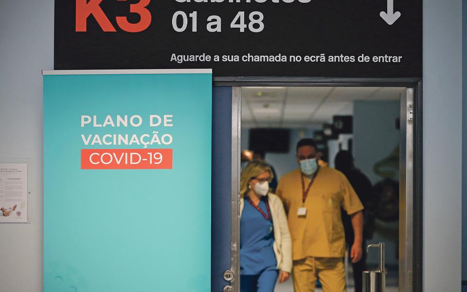 Vacinação completa em Portugal chega  aos 6% da população