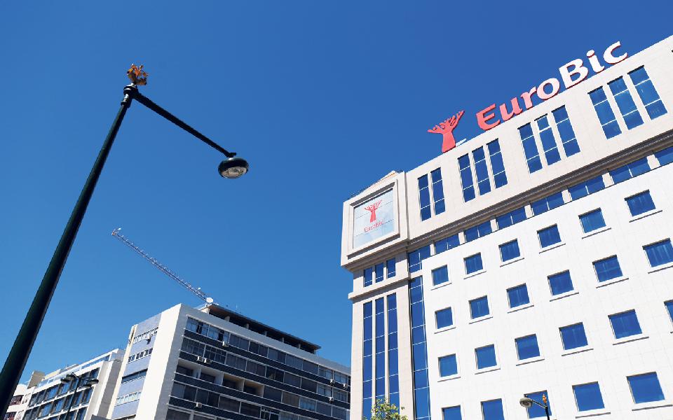 Lucro do EuroBic tomba no primeiro semestre para  410 mil euros