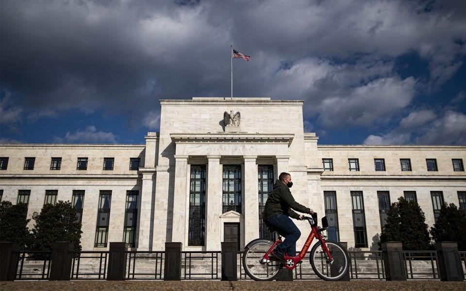 Fed antecipa  os sinais de mudança  nos bancos centrais