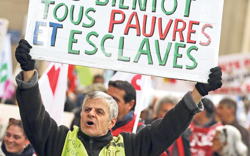 França pode estar em marcha, mas continua insubmissa