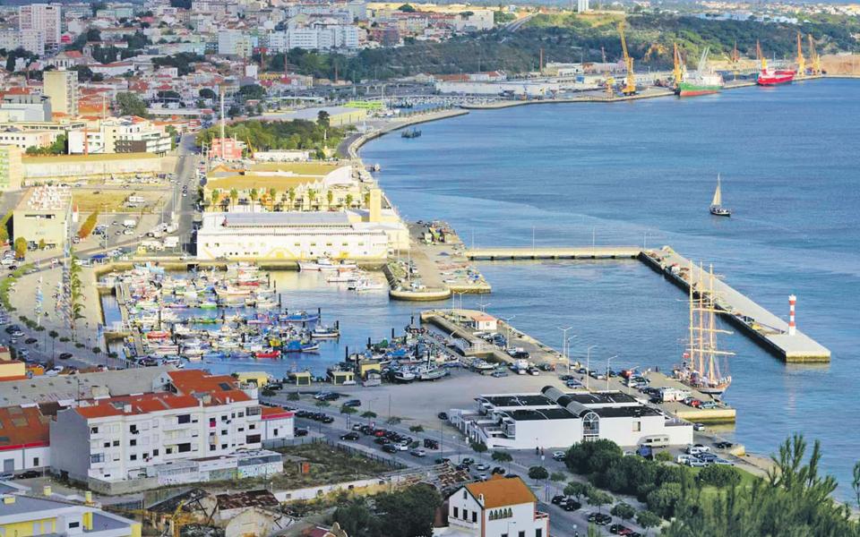Grupo Pestana prossegue guerra  contra obras no porto de Setúbal