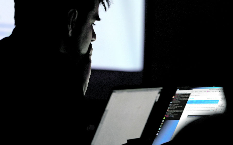'Hackers' entram em emails  de centenas de empresas