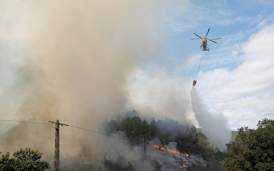 Governo Regional não tem garantido helicóptero para combate aos fogos