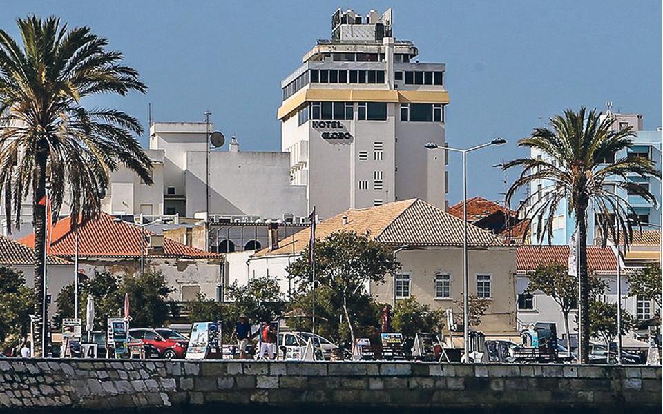 Despromoção de Portugal interrompe aumento  de reservas na hotelaria