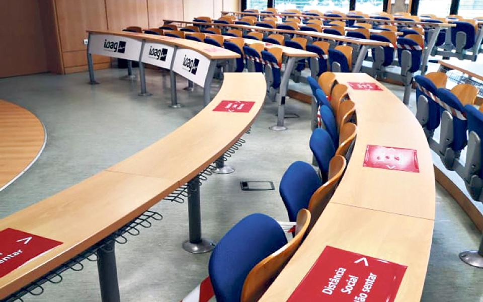 Universidades reabrem com aulas práticas  e investigação