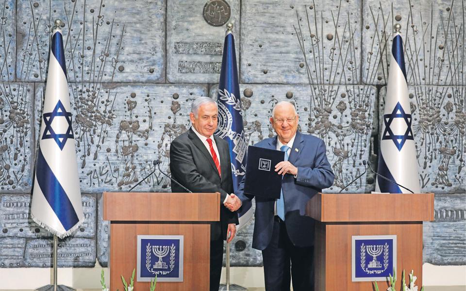 Presidente israelita Reuven Rivlin no centro do furacão