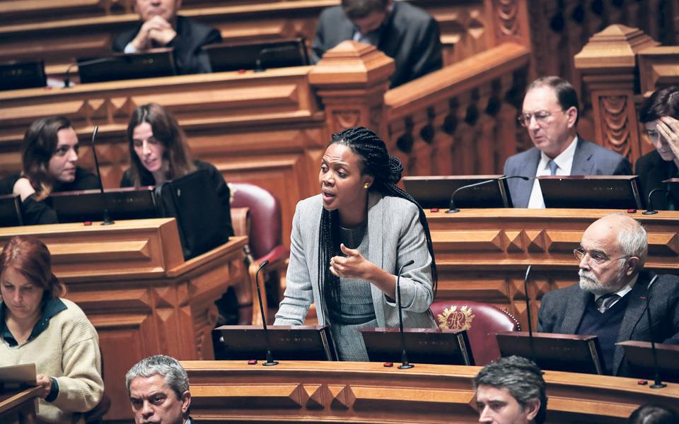 Joacine Katar Moreira em vias de ficar livre do partido que a elegeu