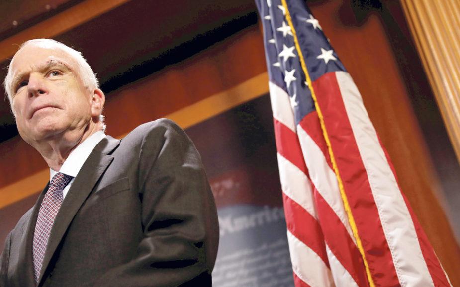 John McCain: O republicano que afronta Donald Trump