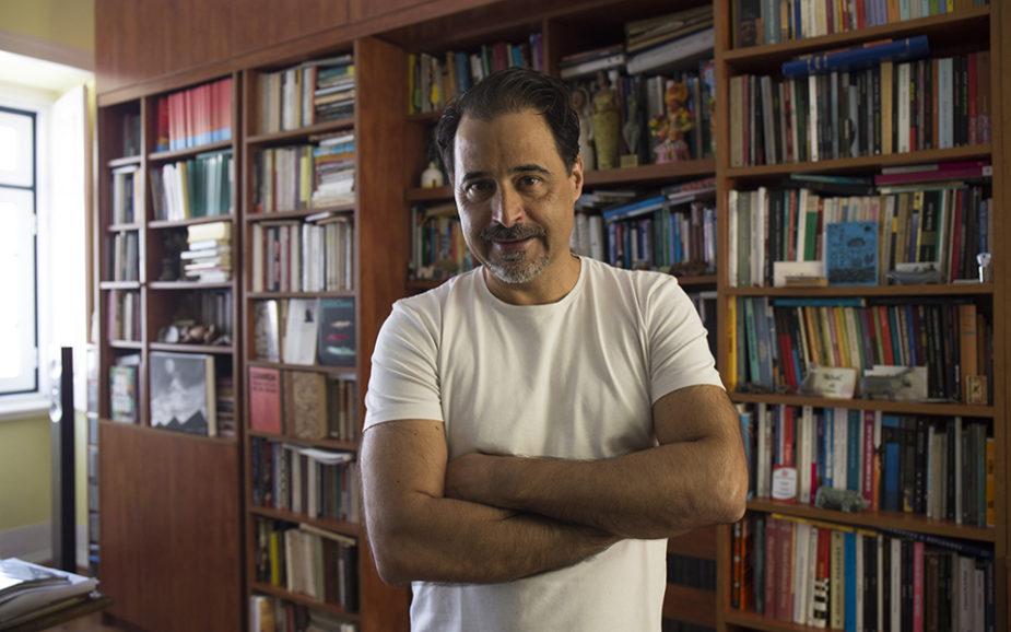 """José Eduardo Agualusa: """"Na intimidade, ninguém apoia o regime angolano"""""""