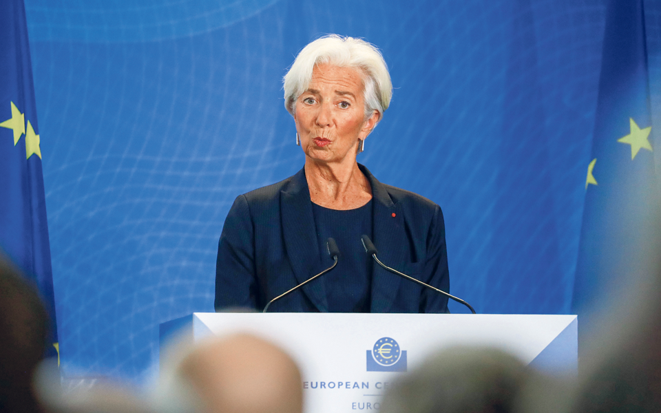 Lagarde carrega 'bazuca' europeiacom mais 500 mil milhões de euros
