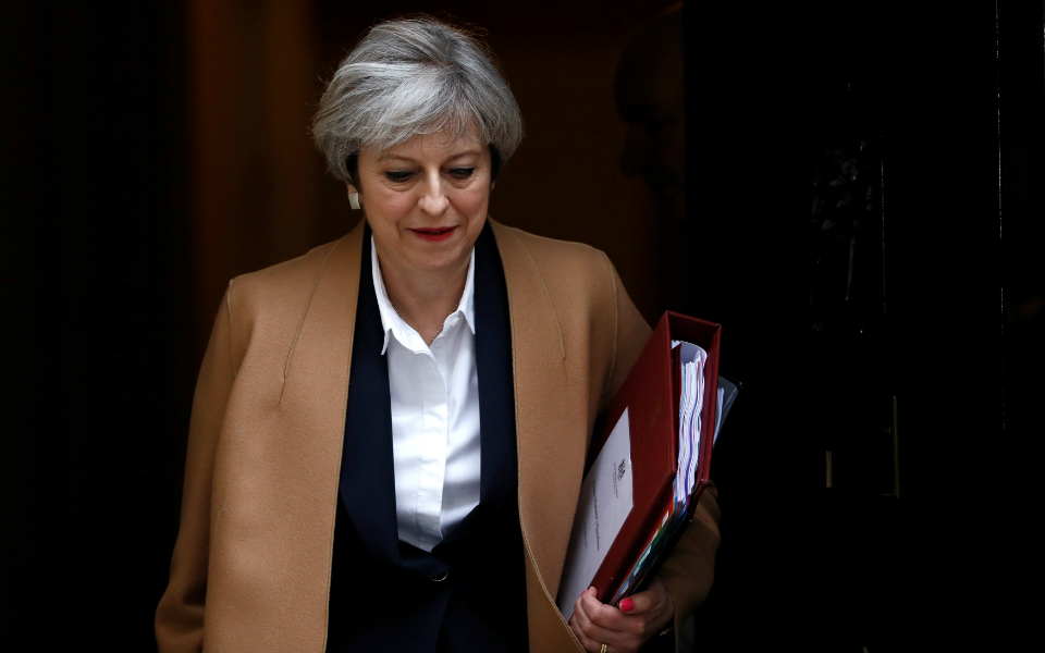 Theresa May nas mãos dos trabalhistas