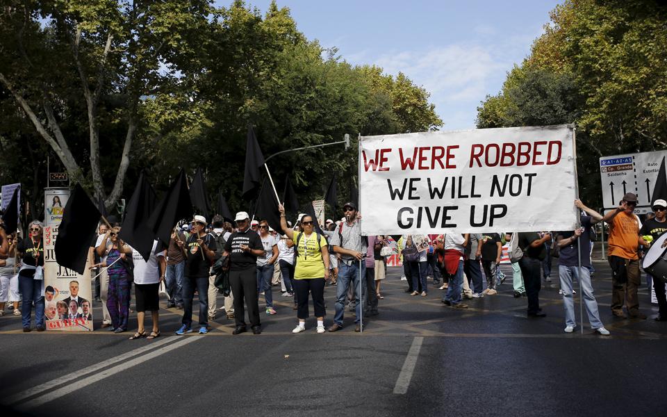 """Lesados do BES denunciam """"fraude"""" e exigem gestor de insolvência"""