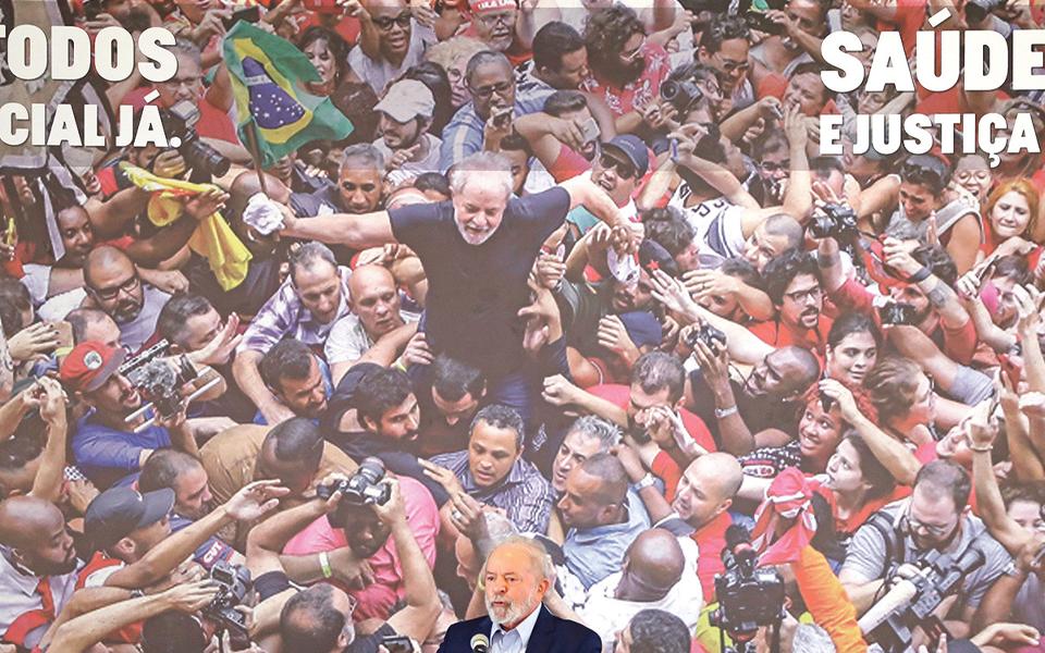 Meio Brasil à espera  de uma candidatura  de Lula da Silva