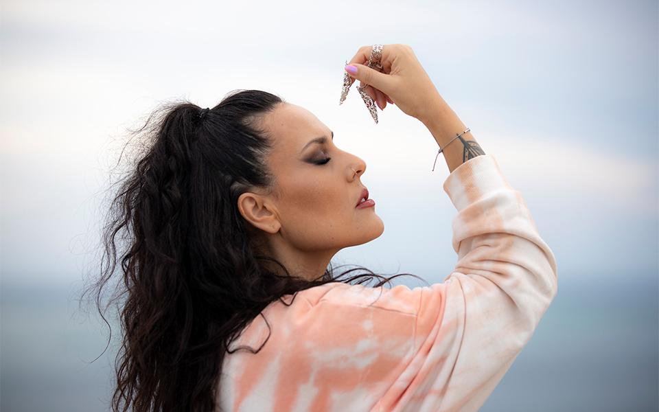 Mara estreia-se na música com o single 'Severa'