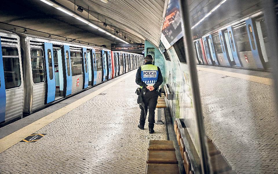 Comboios urbanos e regionais a 100%