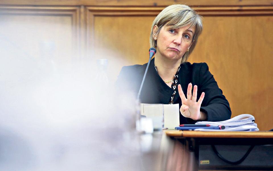 """Partidos da direita colocam Ministra da Saúde na ala """"mais à esquerda"""" do Governo"""
