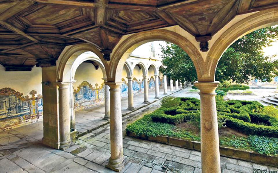 Mosteiro de Tibães: Cápsula do tempo esculpida em pedra
