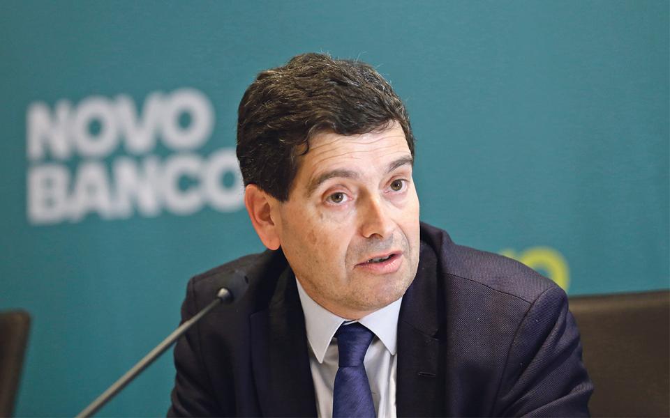 Governo pede à banca para financiar 100% da injeção no Novo Banco