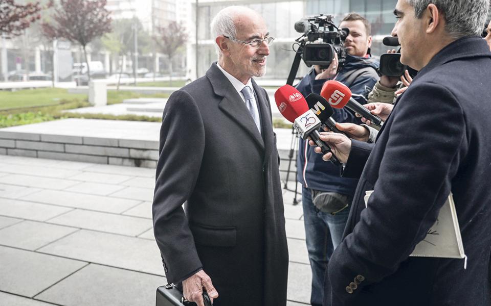 Orlando Figueira pede abertura de procedimento criminal contra Daniel Proença de Carvalho