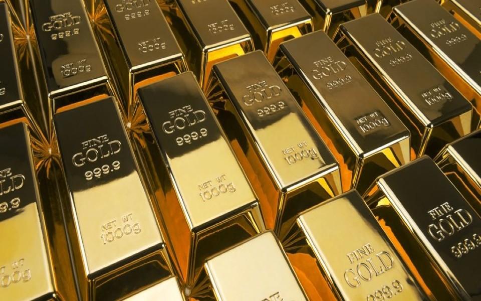 Ativos de risco descem e dólar pressiona ouro