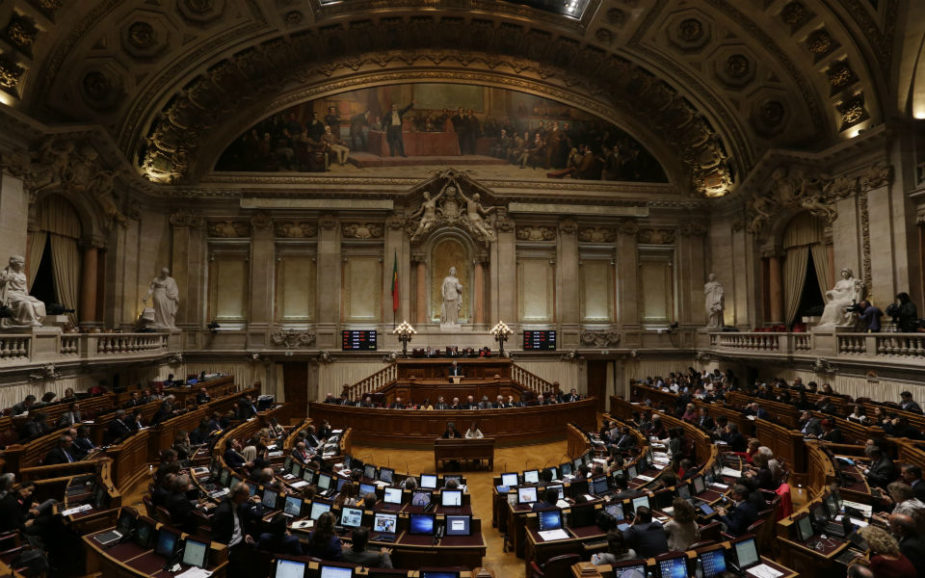 PS, PSD e CDS-PP chumbam nova taxa sobre lucro das empresas