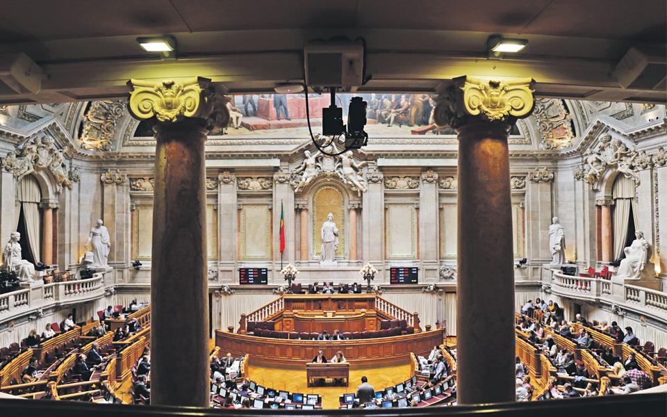 Pequenos partidos lutam por uma cadeira no Parlamento