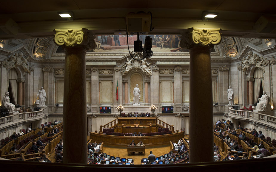 Parlamento aprova eliminação de taxa adicional ao ISP