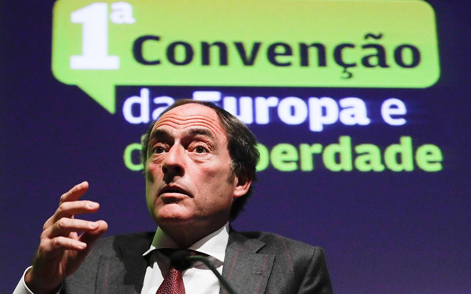 Alguns socialistas,  os líderes da direita  e Paulo Portas