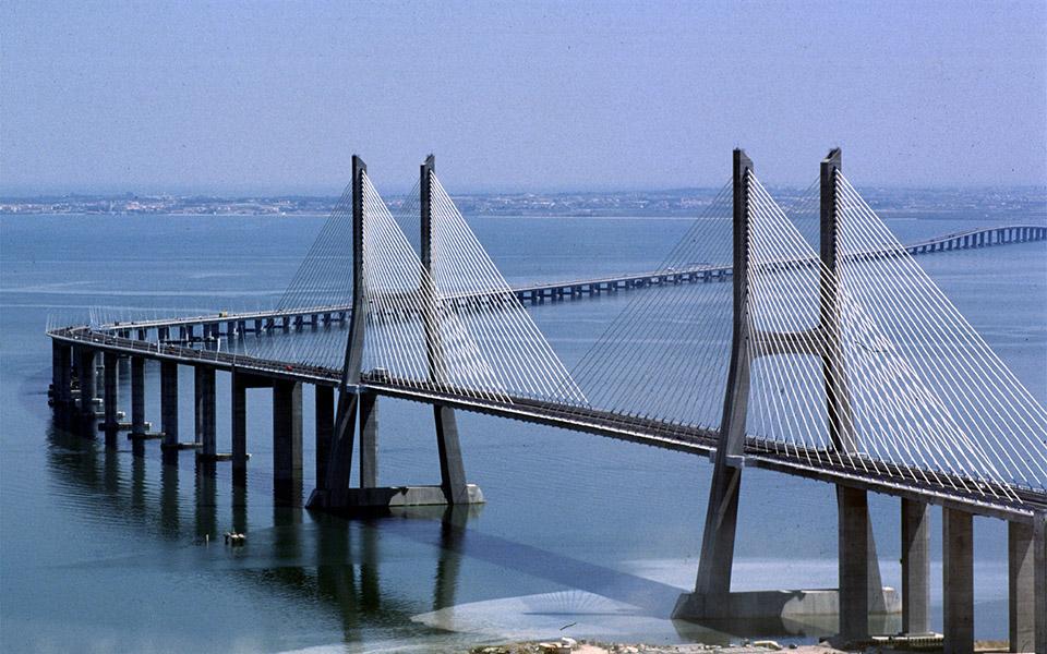 Ponte Vasco da Gama pode  ter corredor 'bus' ou metro ligeiro para servir aeroporto