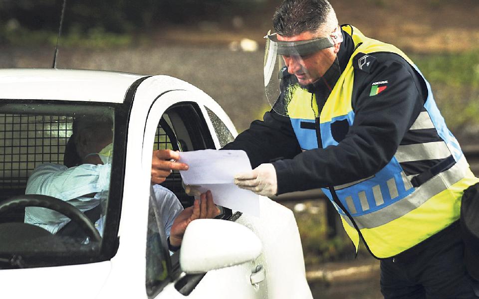 Pandemia leva a nova proibição de circulação entre concelhos