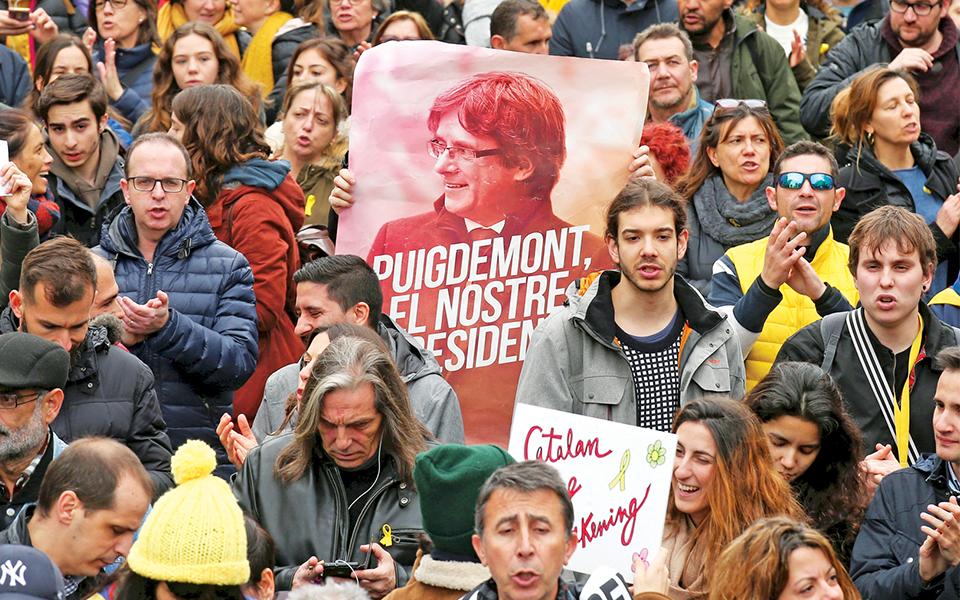 Dramatização do processo Puigdemont é o pior cenário para Madrid