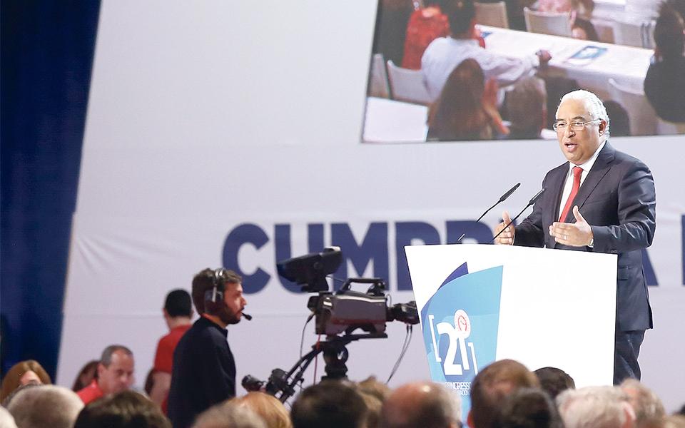 "PS posiciona-se como ""partido-charneira"" do sistema político"