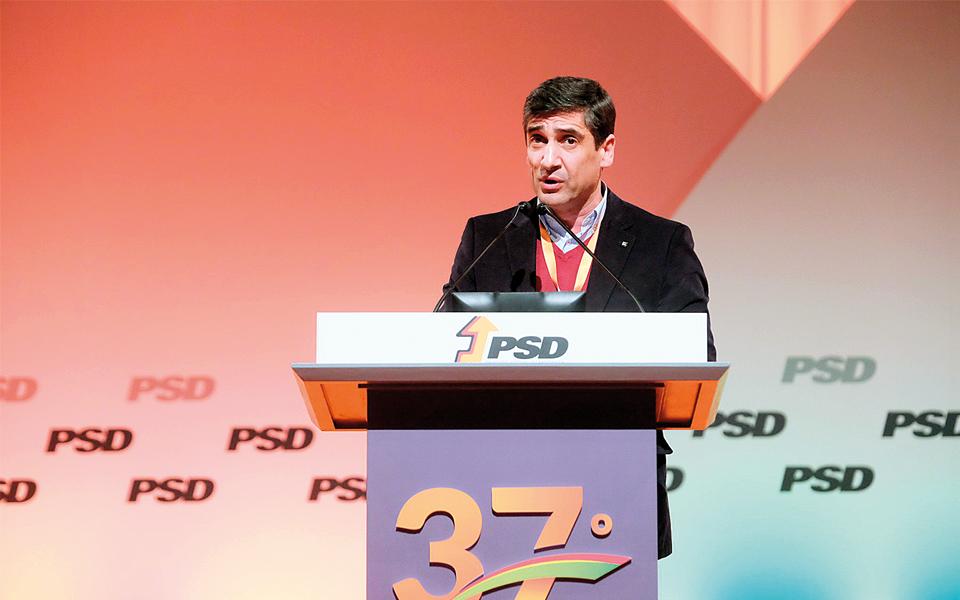 Luís Montenegro tem o deputado do PSD Pedro Alves como diretor de campanha