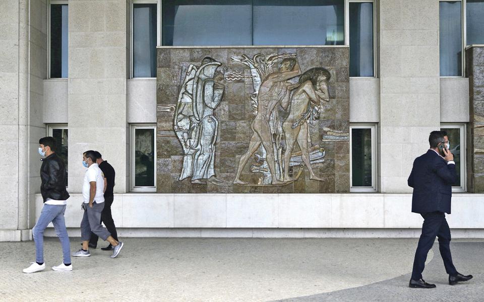 Roteiro: À (re)descoberta de Querubim Lapa pelas ruas de Lisboa