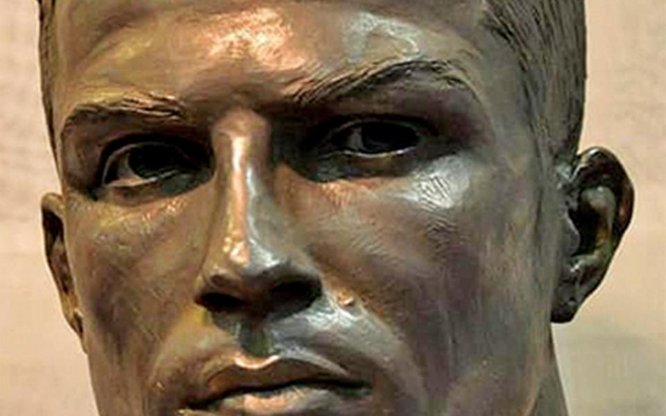 O (novo) busto de Cristiano Ronaldo