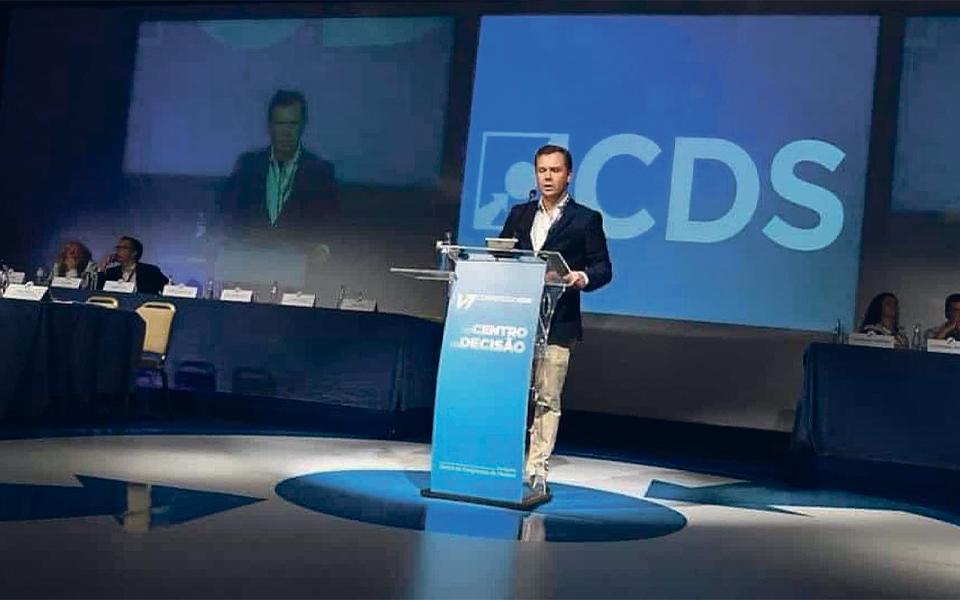 Transferências de dinheiro de César do Paço põem CDS-PP no centro da tempestade