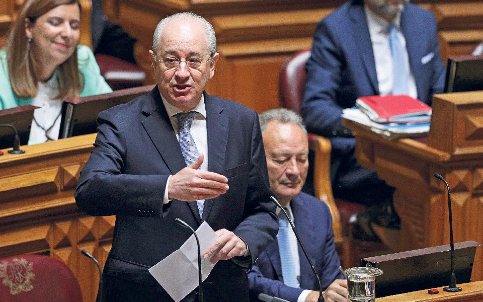 PSD aguarda sentido de voto à esquerda para se decidir entre abstenção e voto contra