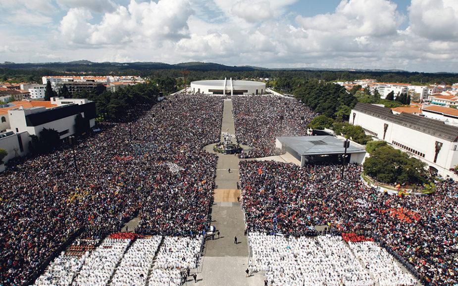 TURISMO RELIGIOSO Do mundo para Fátima: seis milhões de visitantes na Cova de Iria