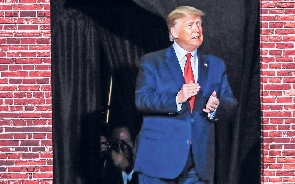 'Impeachment' prossegue sem sinais de prejudicar popularidade de Trump
