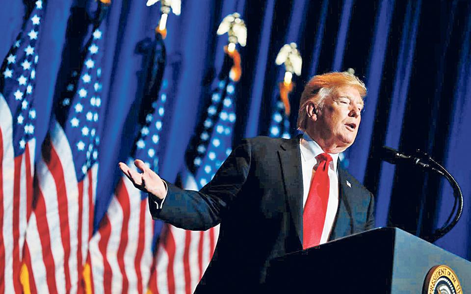 Desistência de Sanders abre caminho  a  confronto Trump-Biden