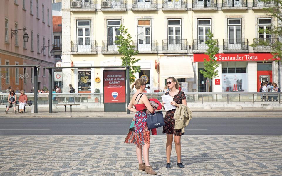 Como os turistas estão a ir à carteira dos portugueses
