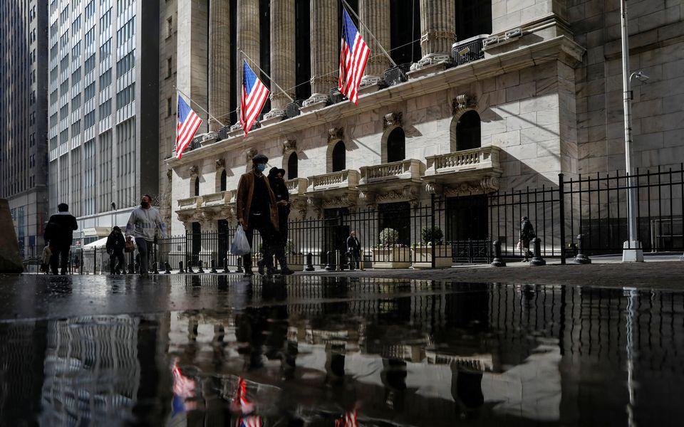 Incerteza sobre  inflação leva bolsas  a lateralizar próximo  de máximos históricos