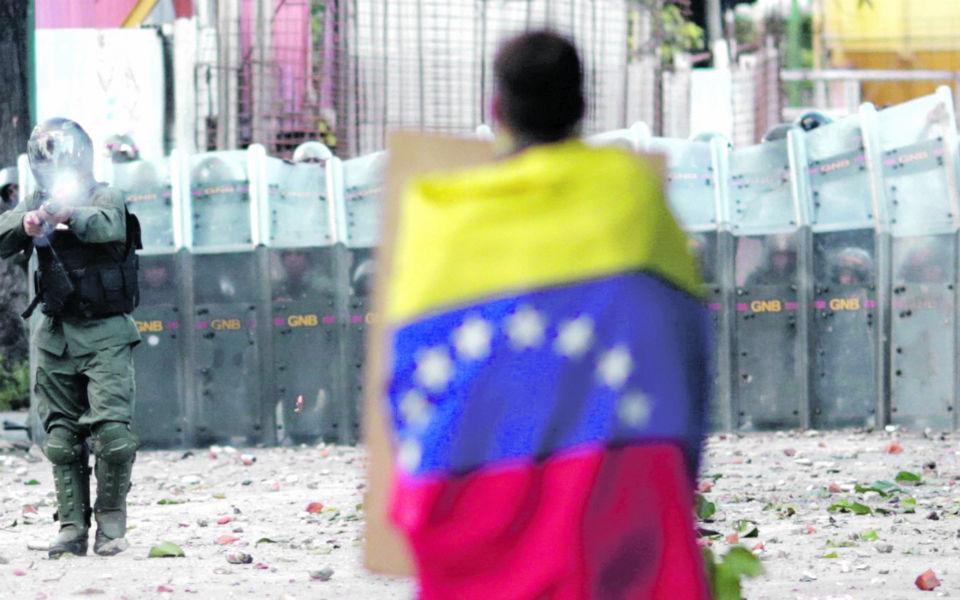 Venezuela: oposição falha eleições  e perde consistência